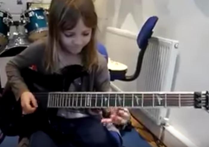 young-girl-kills-guitar