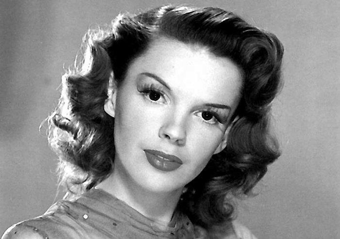 """judy garland a biography Judy garland biography - affair, married, husband, ethnicity, nationality, salary, net worth, height 